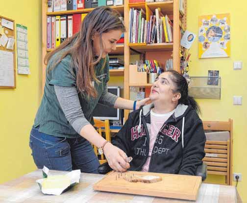 Ergotherapeuten helfen Menschen, den Alltag zu bewältigen. FOTO: JUDITH MICHAELIS/DPA