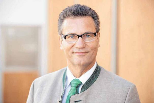 Landwirtschaftsminister Peter Hauk kommt zur Sichelhenke nach Hausen. FOTO: OH