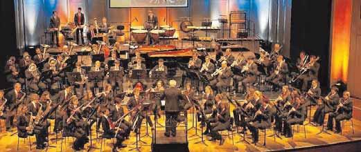 Das Städtische Blasorchester Tuttlingen (hier bei einem seiner Jahreskonzerte in der Stadthalle) lädt am Freitag, 15. Dezember, zum öffentlichen Weinachtslieder-Singen auf dem Marktplatz ein (18 Uhr). FOTO: HAHN