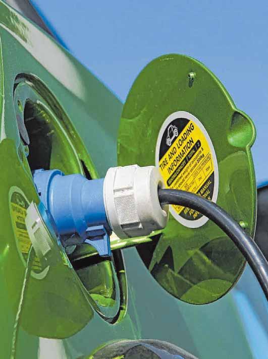 Durch die umweltschonende Antriebstechnik ist in Elektroautos und Hybridfahrzeugen mehr Kupfer verbaut als in konventionellen Fahrzeugen mit Verbrennungsmotor. FOTO: DJD/DEUTSCHES KUPFERINSTITUT/SHUTTERSTOCK